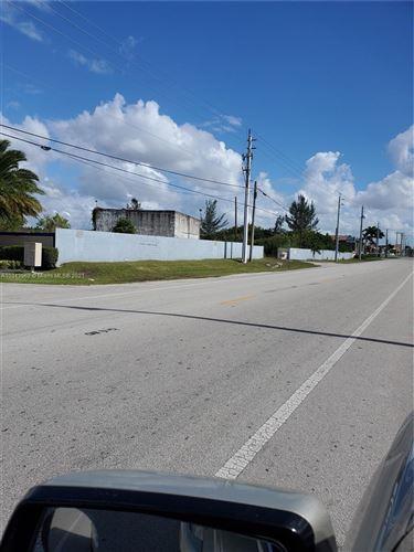 Foto de inmueble con direccion 10581 W Okeechobee Rd Hialeah Gardens FL 33018 con MLS a10343962
